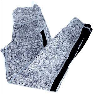 Lululemon black gray pattern 7/8 leggings 6